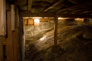 crawl space in home